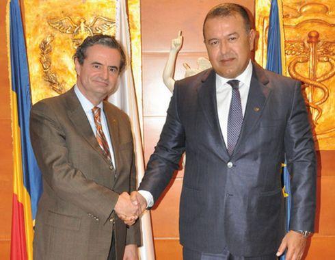Presedintele Camerei de Comert si Industrie a Romaniei, domnul Mihai Daraban a primit vizita de lucru a domnului Stefan Minovici, Presedinte al Diviziei Internationale a Camerei de Comert Romano-Americane (RACC).