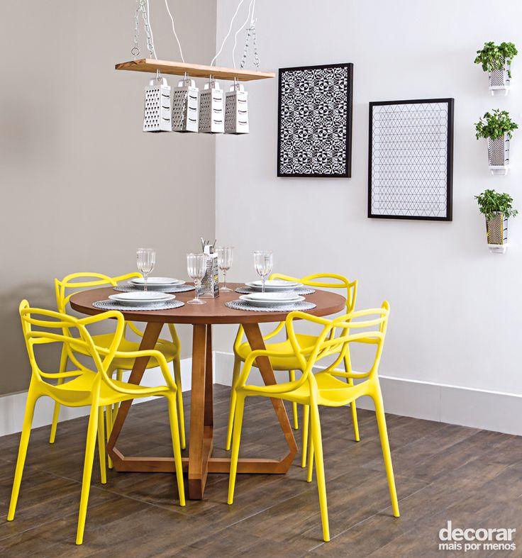 Revista Decorar Mais por Menos - Acredite: Os raladores podem dar um toque inovador à decoração da sua casa! Aqui os furinhos do utensílio foram usados para criar uma iluminação especial na sala de jantar.
