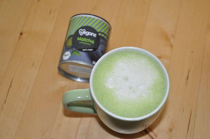 Heute zum Frühstück gab es leckeren Matcha Latte (mit aufgeschäumter Sojamilch und Agavendicksaft). Wir haben das Bio Grünteepulver von Veganz verwendet. Es schmeckt leicht nach Heu und sehr angene…