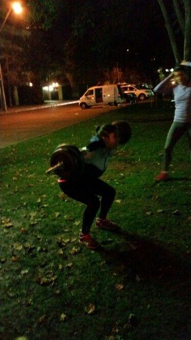 entrenamiento grupal en plazas al aire libre