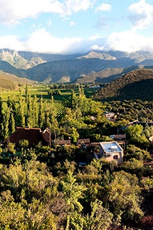 Mymering Guest House, set among the vineyards of the picturesque Dwarsrivier valley (Ladismith, Western Cape), is on a working table grape farm which is spectacular in autumn...