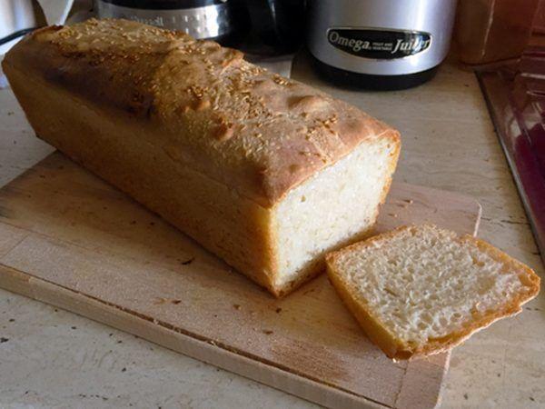 Pâine nefrământată cu doar 4 ingrediente: făină albă, drojdie uscată, sare și apă! Simplă și absolut delicioasă!