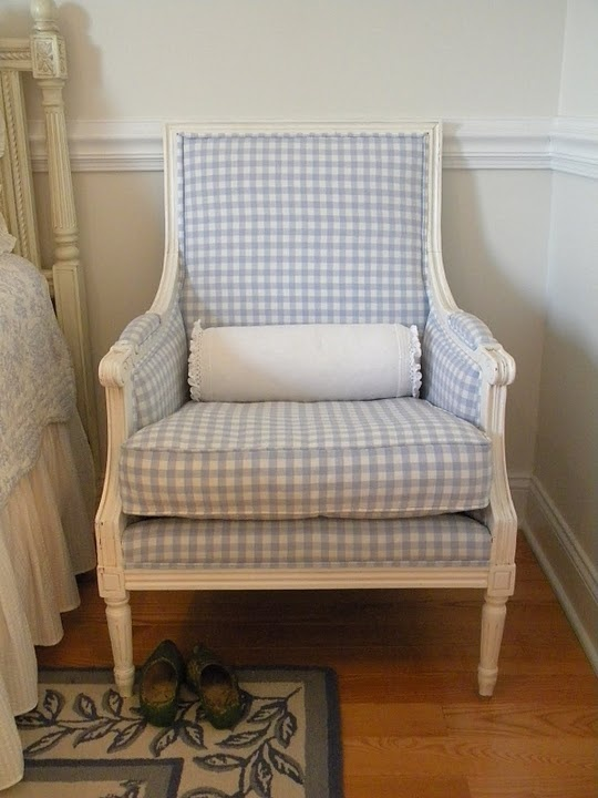 I like the lines of this sweet little chair.