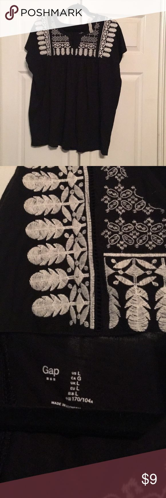 Black and White Embroidered Gap Short Sleeve Shirt Brand New with Tags Black and White Gap Embroidered Short Sleeve Shirt GAP Tops Tees - Short Sleeve