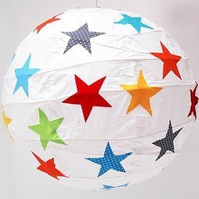 Lampe von Ikea fürs Kinderzimmer, aber mit blauen und grauen Sternen