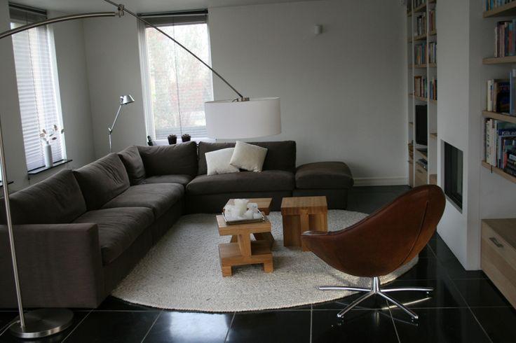 Woonkamer inrichting binnenkijken interieuradvies nice pinterest rugs - Sofa zitplaatsen zwarte ...