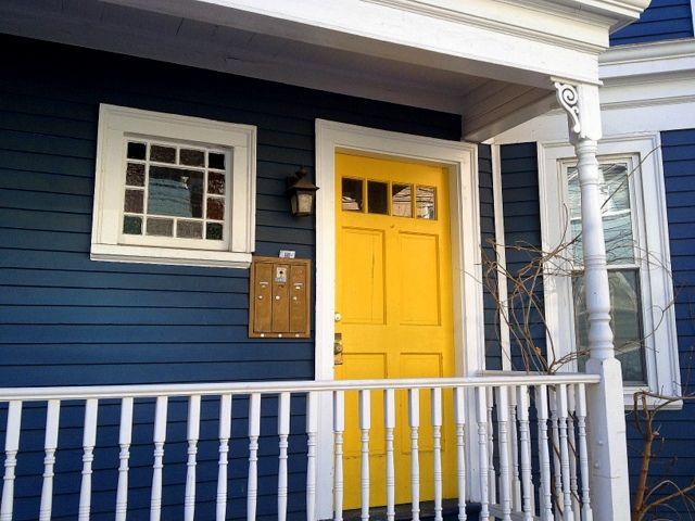 Line Street entrance. DiscoverMidCambridge.com. Love the yellow door and color of the house!