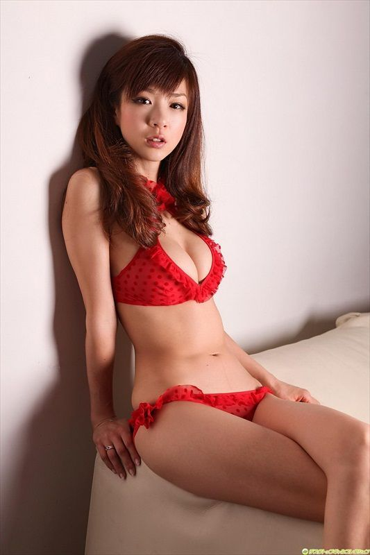 Knowledge Of Pageants: Aki Hoshino Famous Japanese Model