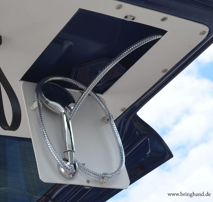 Duschen in einem VW T5 Transporter? Ist das überhaupt möglich und wenn ja, wer braucht denn eine Dusche in seinem Transporter? Diese Frage haben wir uns ...