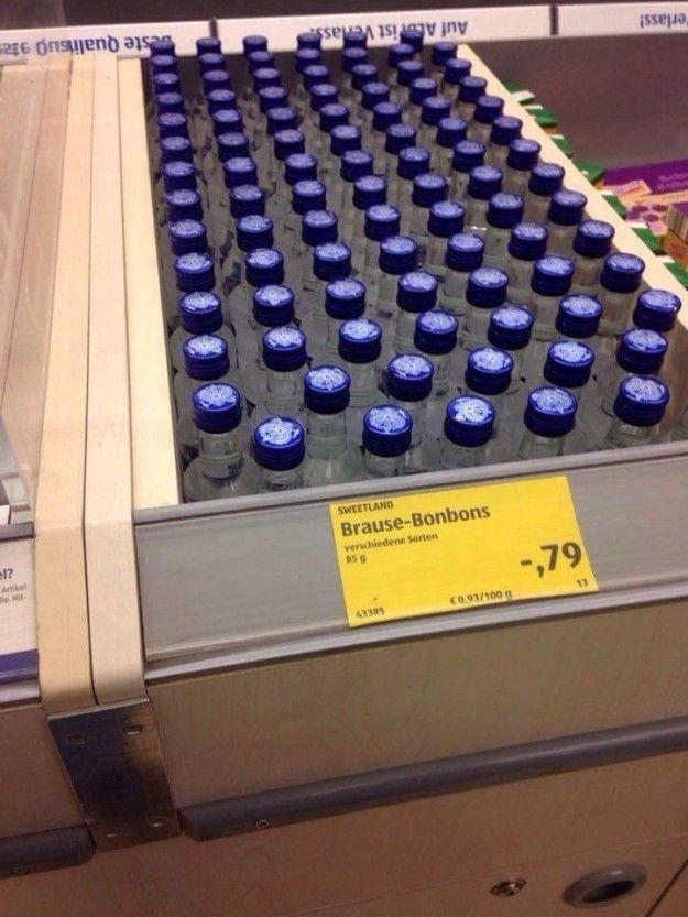 In der großen Pause sind wir immer zu Lidl und haben uns was Süßes geholt:   28 Beweise, dass deutsche Supermärkte total die Kontrolle verloren haben