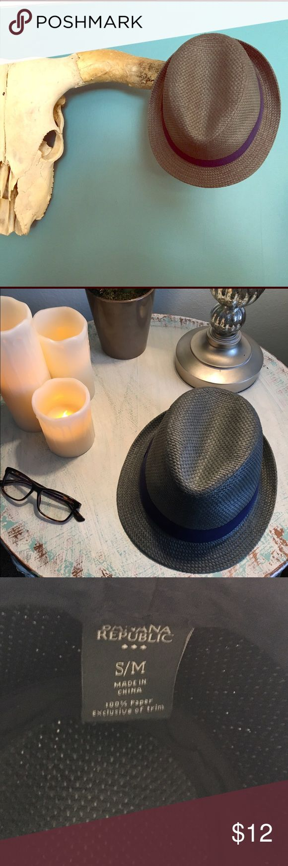Banana Republic Straw Fedora Straw fedora that's a s/m. Only worn once. In excellent condition. Banana Republic Accessories Hats