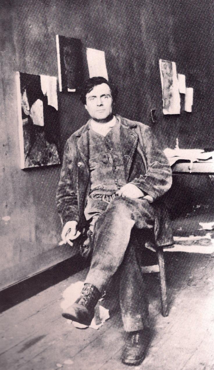 Amedeo Modigliani (1884- 1920) was een Italiaans kunstschilder. De schilderkunst van Modigliani is herkenbaar aan de langgerekte lichamen van de vrouwen en de warme gloeiende kleuren. Modigliani groeide op in armoede en leed op 14-jarige leeftijd aan tyfus en twee jaar later aan tuberculose. In 1906 verhuisde Modigliani naar Parijs, dat toen het brandpunt van de avant-garde was en waar hij een voorbeeld werd van de tragische artiest.