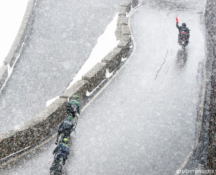 Red flag in the 1 km of the the Stelvio decent. The Movistar rider is Nairo Quintana (via @Jere Mullen Mullen Darst Medina Gruber)