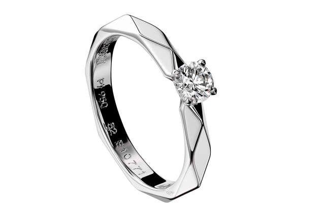 FacettesBague en or blanc serti d'un diamant central 0.35 ct.Modèle Facettes, Boucheron, 4 890 €.