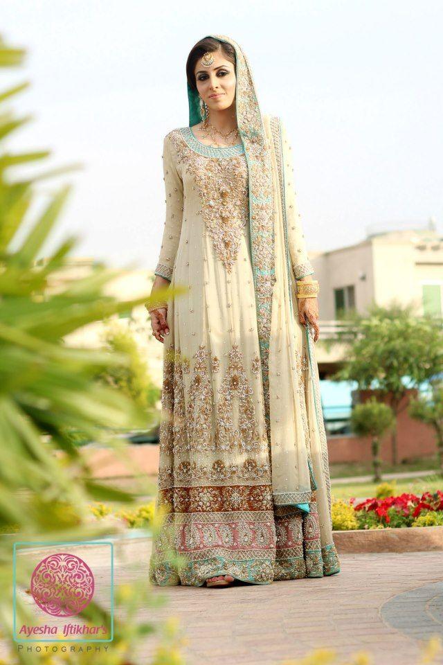 stunning Pakistani bridal outfit
