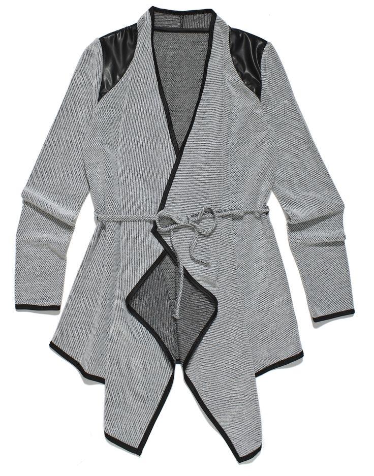 fr-l2, szara tunika przewiązywana w pasie, z czarnymi skórzanymi wykończeniami i łatkami na ramionach