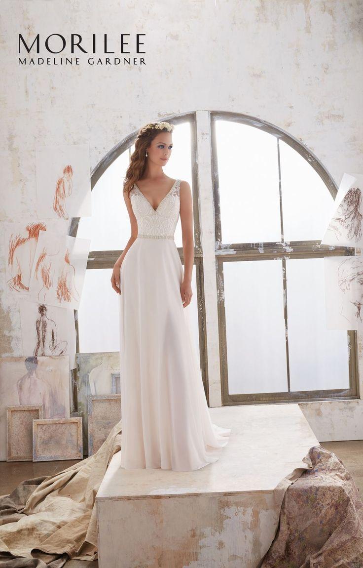 Elegancki , koronkowy gorset i ramiączka, lejąca spódnica sukni ślubnej Mori Lee. Połączenie klasycznej elegancji i delikatnego stylu. Koronkowy gorset …