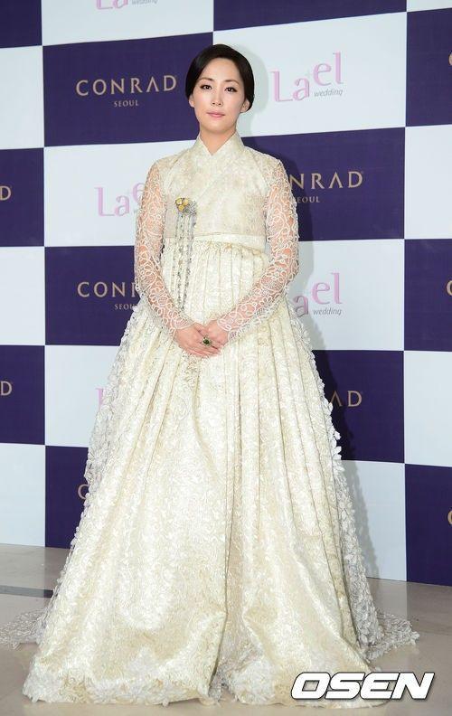 Wedding dress hanbok
