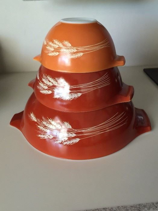 Found on EstateSales.NET: Pyrex mixing bowls