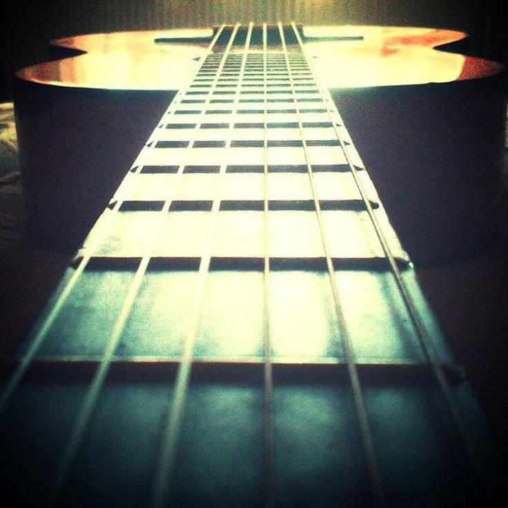 """""""Egy gitár olyan, mint a lelkünk. Lehangoltan nem szól. Fájdalmasan zörög…"""