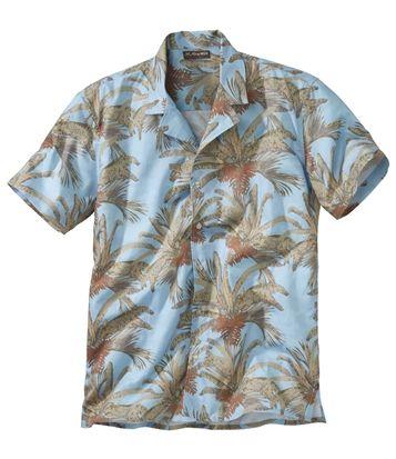 Chemise Hawaïenne : Evadez-vous vers les îles avec cette chemise exotique, turquoise imprimé palmiers. Lumineuse, cette chemise manches courtes se distingue aussi par son col bowling, sa coupe ample et son bas droit fentes côtés. Confectionnée dans une belle popeline, souple et légère (100 g/m² env.), elle est très agréable à porter. Boutons façon nacre écrus. 2 plis d'aisance au dos. 100 % coton. Hauteur dos : 80 cm env. pour la taille L. Lavage en machine à 30°. Couleur : turquoise - Réf…