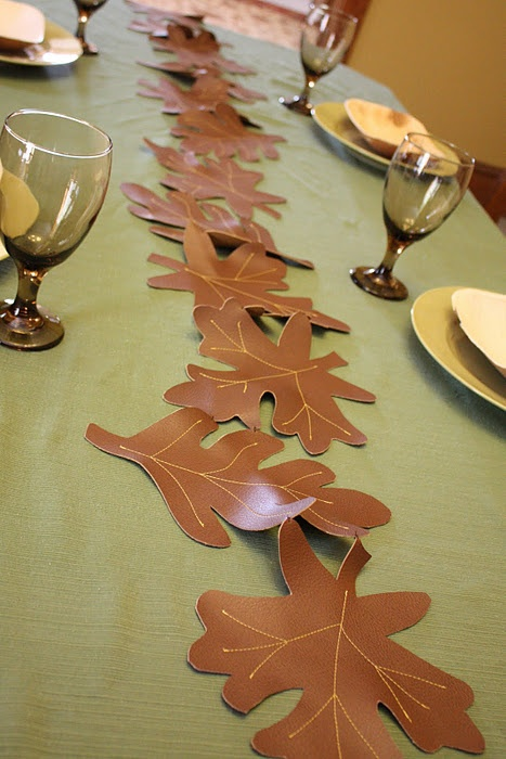 cool fall table runner, great DIY, I love things that I don't have to hem!