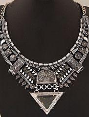 Femme Col Colliers Déclaration Forme Géométrique Forme de Triangle Gemme Alliage Bijoux de déclaration Européen Or Argent Bijoux Pour