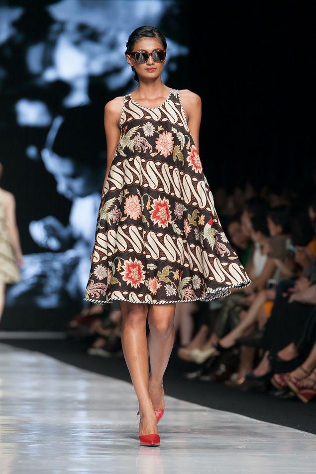 https://www.instagram.com/wrdnfashionindo/ - Batik Indonesia - Edward Hutabarat dalam fashion show Jakarta Fashion Week 2014, 20 Oktober 2013 – The Actual Style