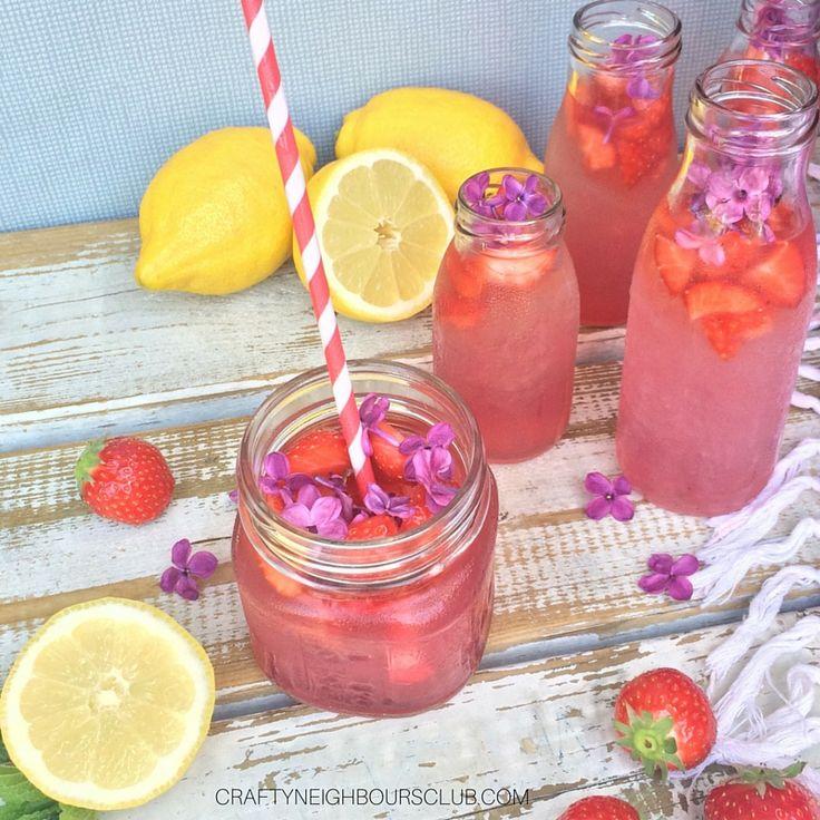 Was ist euer ultimativer Frühlingsduft? Wir lieben Flieder und fangen das herrliche Aroma in einem leckeren Sirup ein. Das passende Cocktailrezept findest du im Blog. Cheers!