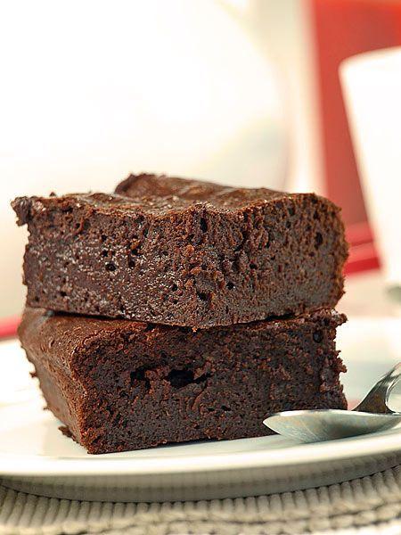Bardzo czekoladowe ciasto (brownie) z czekoladą