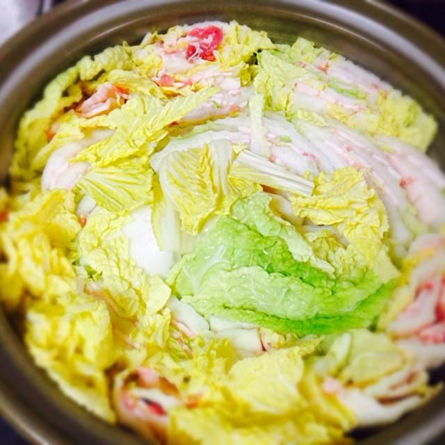 白菜と豚肉があったので、 ミルフィーユ鍋に挑戦しました!  お酒を入れて蒸したものを ポン酢でさっぱりといただきました! - 12件のもぐもぐ - 豚肉と白菜のミルフィーユ鍋 by sakikyo