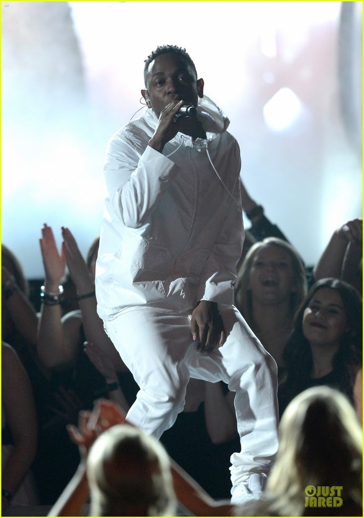 Imagine Dragons Performs 'Radioactive' with Kendrick Lamar at Grammys 2014 (Video)