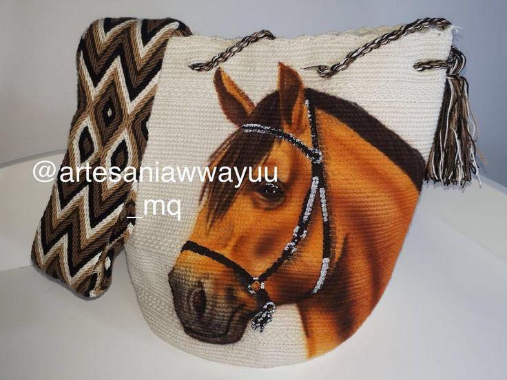 Mochilas de caballos En @artesaniaswayuu_mq pensamos en tod@s Pídela ya 3104102892 #wayuu #mochila #pedreria #conamor #hechoamano #originales #laguajira #chinchina #❤️ #tumochila #wayuulover #Pasiónequina