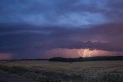 Orage sur le nord lorrain, ici au parc éolien de Fillieres. - 06/07/2017 23:00 - Valentin SEVERIN