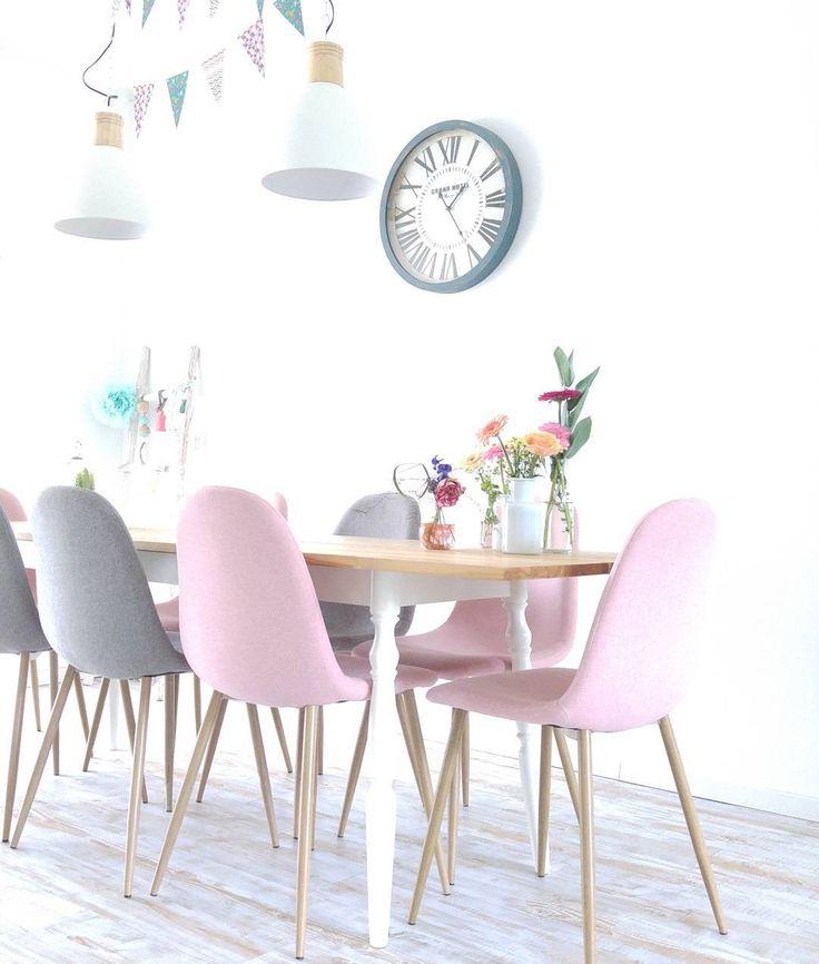 #kwantum repin: Stoel Londen > https://www.kwantum.nl/meubelen/stoelen/meubelen-stoelen-eetkamerstoelen-stoel-londen-roze-1323183 en hanglamp @jes_at.home - De klok was een noodoplossing, ben er nooit heel blij mee geweest, maar ben ook nog niet 'de klok' tegen gekomen... Iemand leuke ideeën? #klok #home #witwonen #123wonen #instahome. #stijling #xenos #kwantum #ikea #vlaggetjeslijn #bloemen #kleur #thuis #huis #acsesoires