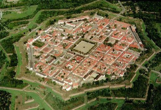 VAUBAN (1633-1707) : projet de ville de Neuf-Brisach, Intégrant les classes sociales, chose assez nouvelle pour l'époque.