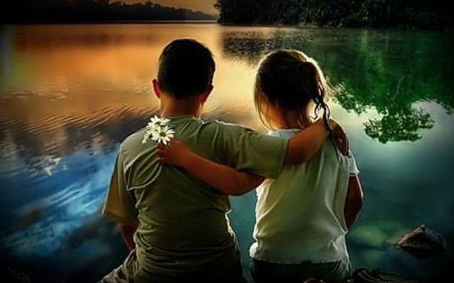 """Ci sono anime che esistono per conoscersi e finiranno per farlo. Perché le anime consapevoli sanno aspettarsi, riconoscersi e comunicare.  Capita raramente, ma quando succede, inizia una sorta di misteriosa """"connessione"""".  Le anime affini si parlano anche da lontano.  Si sentono sempre vicine..."""