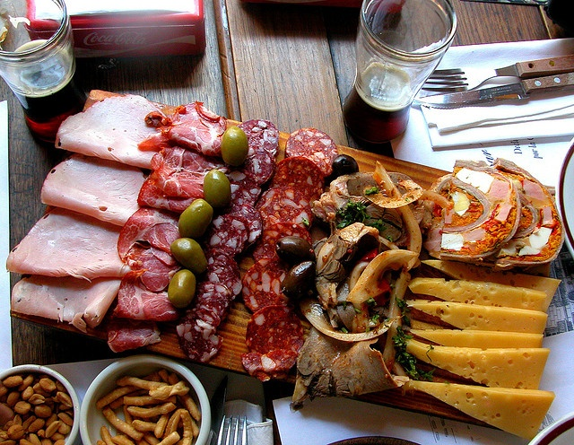 A Picada is something of an appy platter, a Smörgåsbord of deli goodness if you will, and it constitutes the quintessential pub food in Argentina.