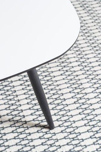 Timeless bord/soffbord - I vit laminat och svartmålad kant - Svenska Hem
