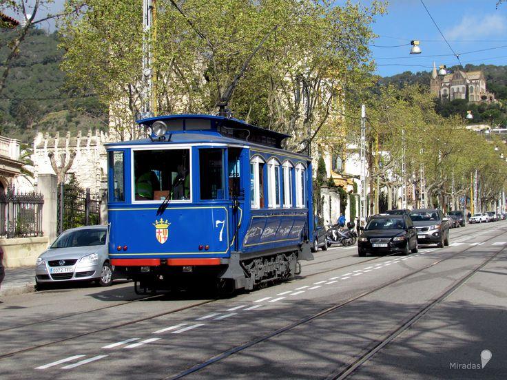 https://flic.kr/p/VoqPbq | Tramvia Blau | Es una de las atracciones de la ciudad, data de 1901, por lo que es considerado el superviviente de la antigua línea de tranvías de Barcelona, en el año 1922 y 1958 fue sometido a remodelaciones, es gestionado por TMB.  Su recorrido comienza en Avenida Tibidabo ascendiendo hasta la estación del Funicular del Tibidabo, en total es un recorrido de 1.276 metros. Durante ese tramo se puede disfrutar de las construcciones modernistas y novecentistas que…