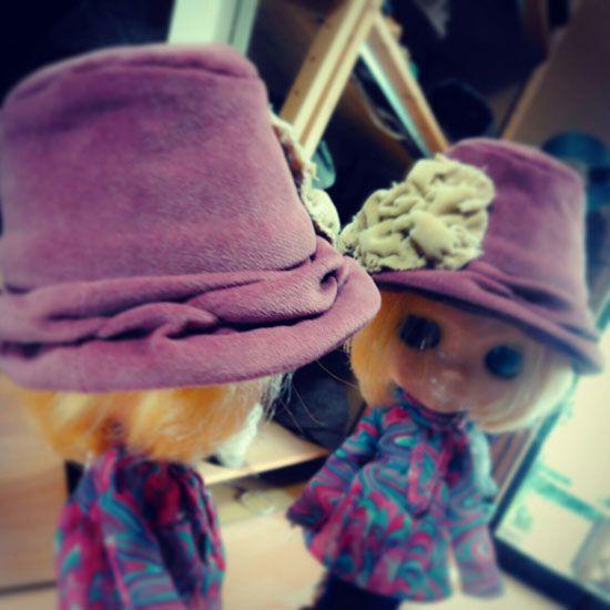 秋の帽子に切り替えたけど、この帽子に合うお洋服も欲しいわ...  #blythe #hat