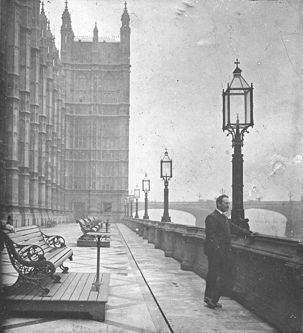 Terrace of the Houses of Parliament, c.1910 http://spitalfieldslife.com/2012/11/30/the-fogs-smogs-of-old-london/