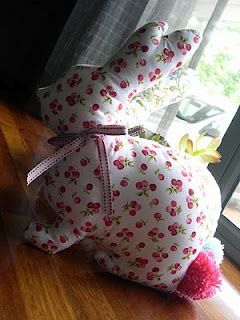 111 best easter sewing images on pinterest fabric dolls fabric stuffed bunnies with template i also saw this template used to put on a white easter projectseaster craftseaster ideassewing negle Gallery