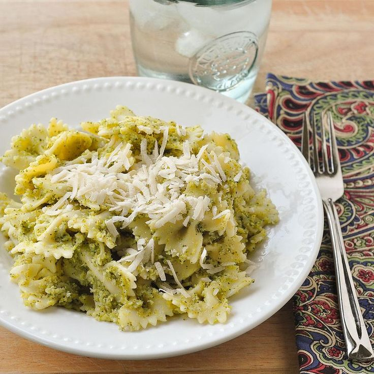 Pasta Recipes : Broccoli Pesto Pasta
