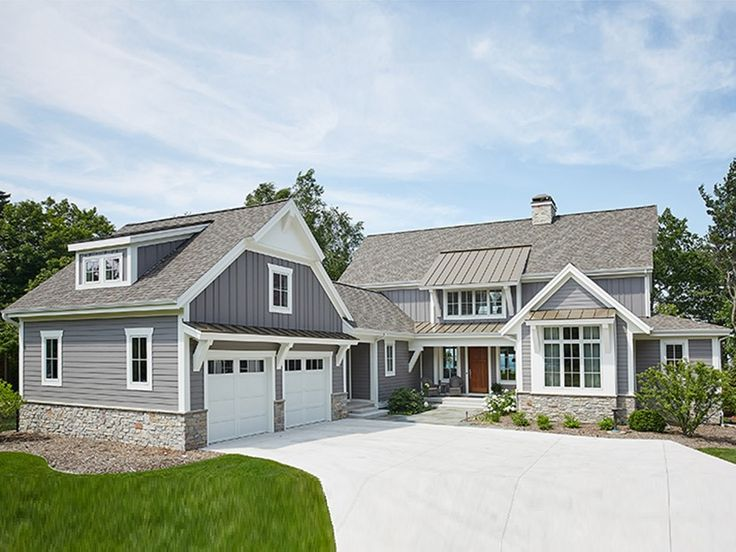 Best 25 modern farmhouse exterior ideas on pinterest for Contemporary farmhouse floor plans