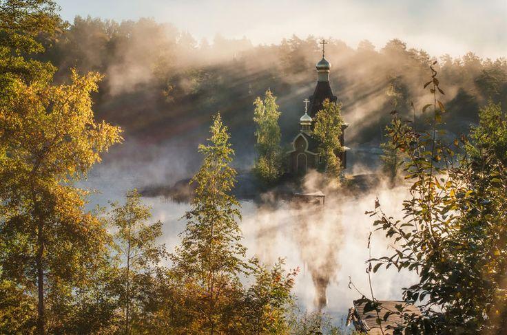 Rozprávkový kostolík v objatí magickej scenérie Ruska