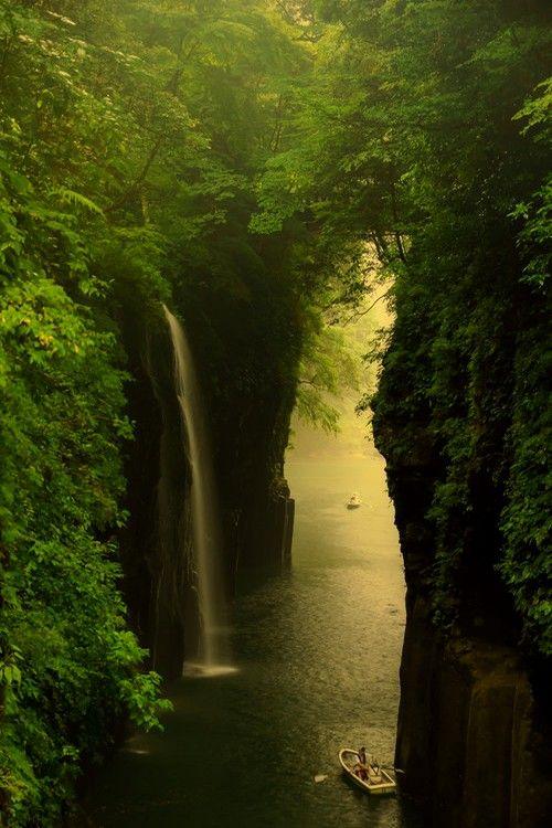 Garganta de Takachiho en la prefectura de Miyazaki, Japón | Un estrecho cañón…