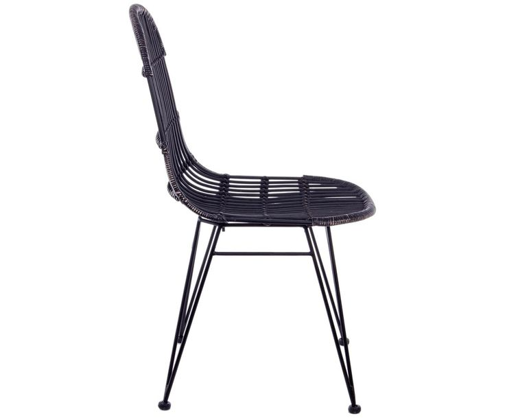 Mit den Stühlen Maryann aus schwarzem Rattan-Geflecht steht dem perfekten Dinner nichts mehr im Weg. Weitere In- und Outdoor-Möbel von BIZZOTTO auf >> WestwingNow.