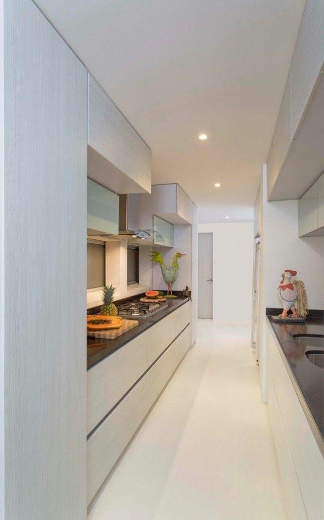 aménagement cuisine couloir plaque cuisson gaz évier