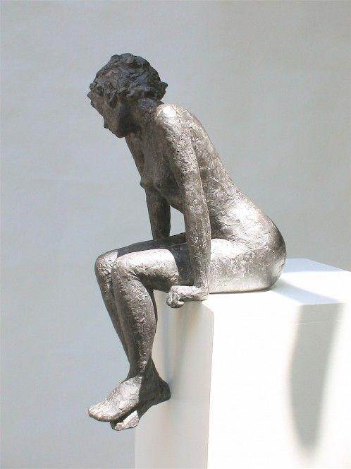 """Marie Ventadour, Sculpteur. """"Femme assise"""". Terre cuite."""
